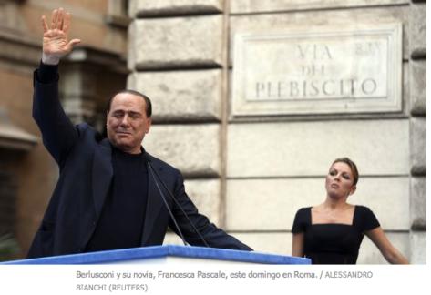Berlusconi y su escort, perdón, novia, jejeje