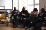 El nativo americano conversa con la comunidad Red Hook