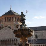 El tridente y la cruz...fusión o confusión